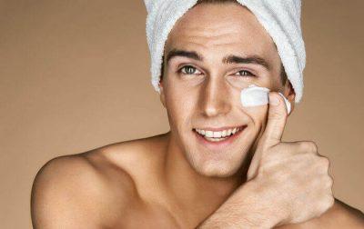 Prirodna nega lica sa prirodnom kozmetikom za muskarce