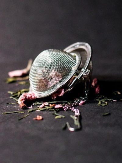 Priprema čaja od osušenih latica
